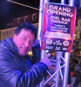 """Jürgen Dietz (Foto) und sein Team von Dietz Eventservice sowie der Gewerbeverein Oberhof freuen sich auf viele Partygäste zur Neueröffnung der """"Joel Bar"""" am 16. November."""